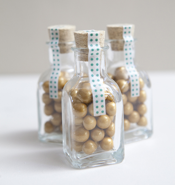DIY gold sixlets wedding favor