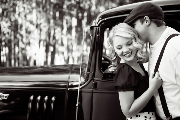 ST_Collette_Mruk_Photography_retro_engagement_5