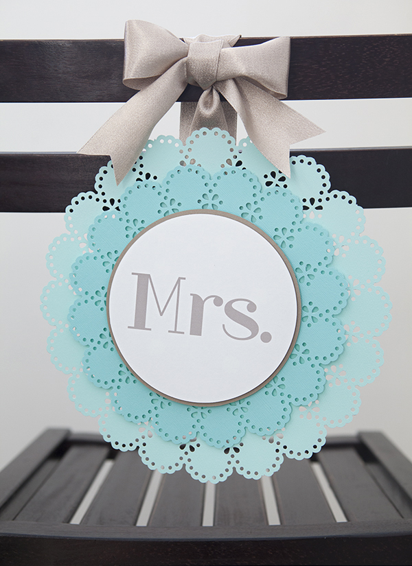 ST_DIY_Mr_Mrs_wedding_chair_signs_14