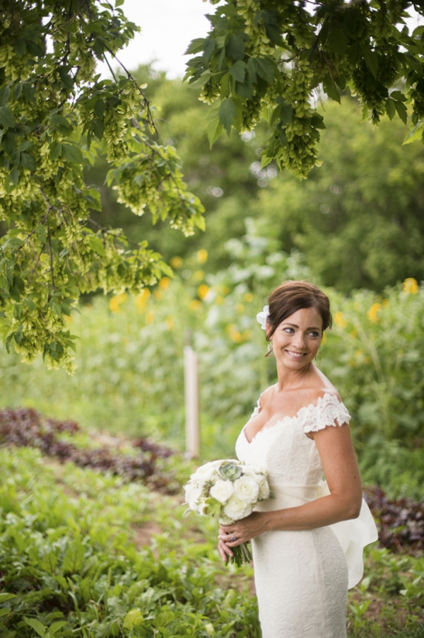 ST_Ashley_Davis_Photography_farm_wedding_0008.jpg