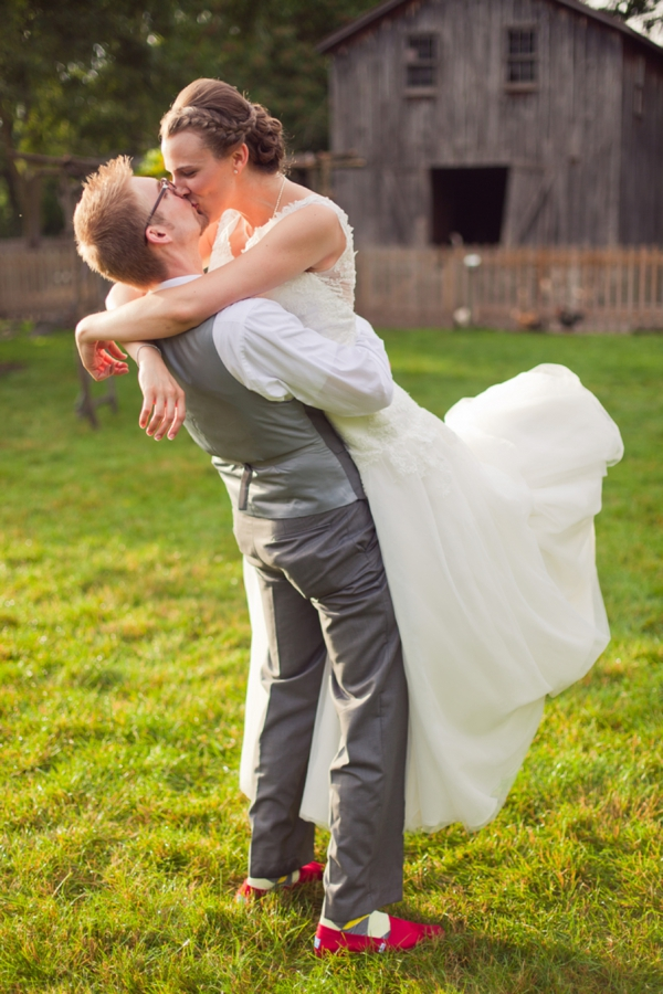 ST_Chelsea_Brown_photography_diy_barn_wedding_0001.jpg