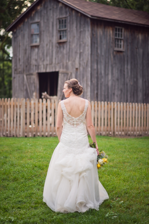 ST_Chelsea_Brown_photography_diy_barn_wedding_0020.jpg