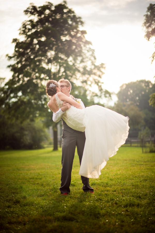 ST_Chelsea_Brown_photography_diy_barn_wedding_0033.jpg