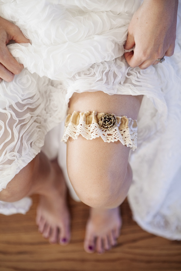 ST_DIY_how_to_make_a_wedding_garter_0016.jpg