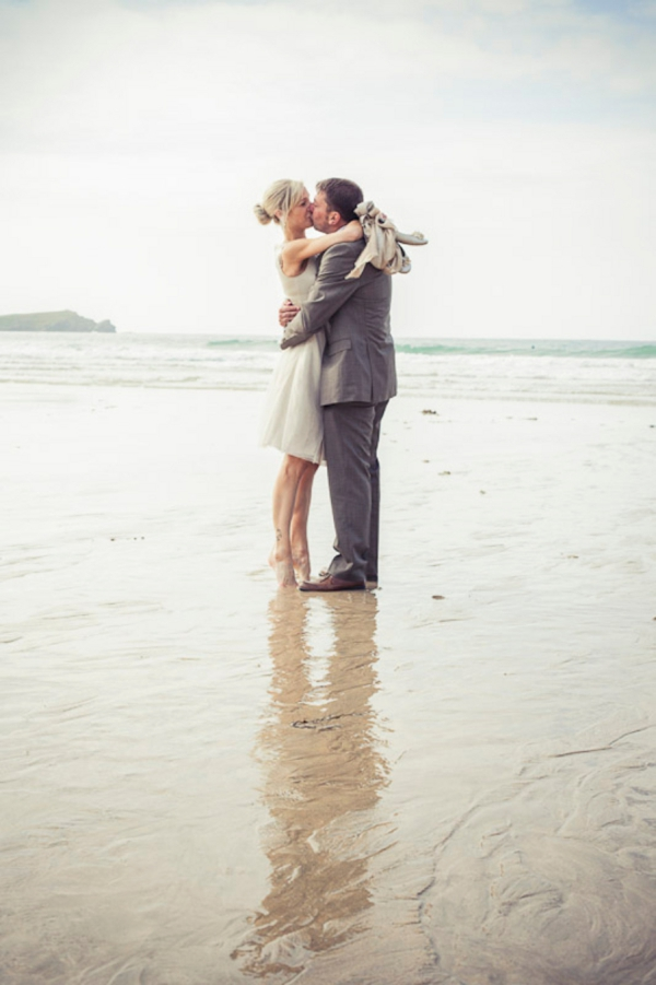 ST_uk-wedding-photography-charlene-morton-photography-beach-elopement_0014.jpg