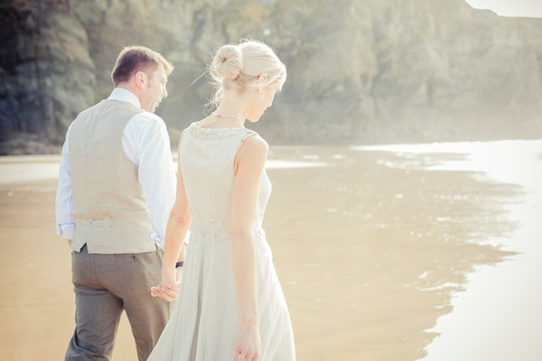 ST_uk-wedding-photography-charlene-morton-photography-beach-elopement_0016.jpg