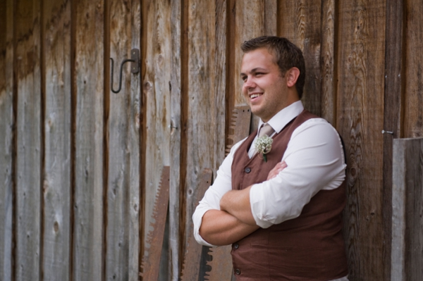 ST-Kristy-Klaassen_Photography-rustic-barn-wedding_0013.jpg