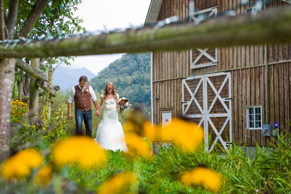 ST-Kristy-Klaassen_Photography-rustic-barn-wedding_0024.jpg