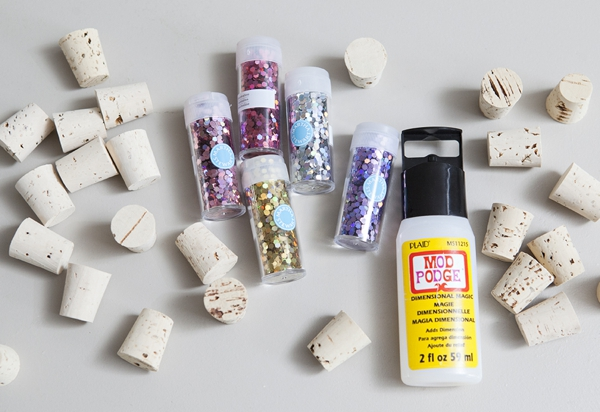 SomethingTurquoise_DIY_glitter_wine_stoppers_favors_gifts_0002.jpg