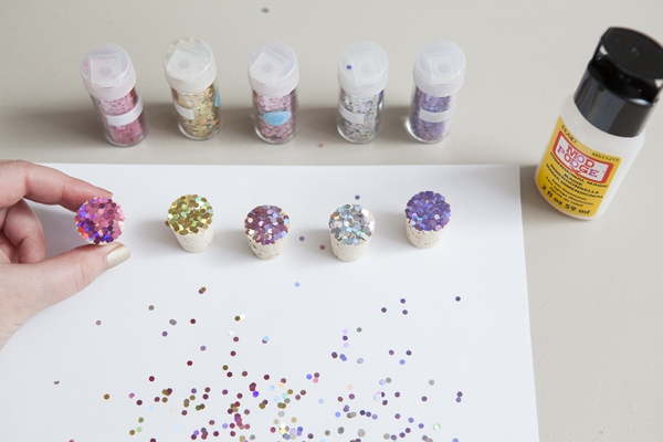 SomethingTurquoise_DIY_glitter_wine_stoppers_favors_gifts_0007.jpg