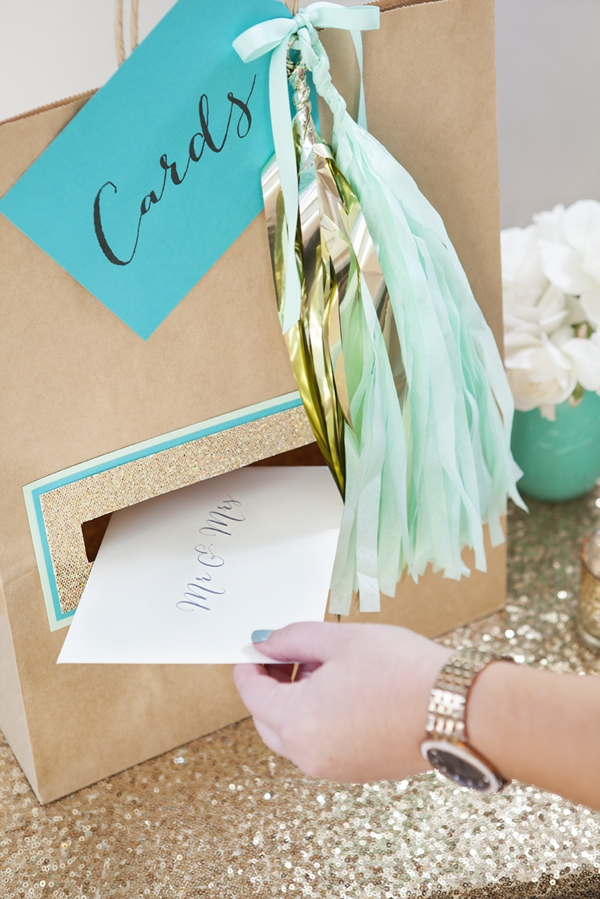Check out this awesome and unique DIY wedding card holder!