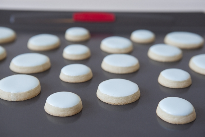 how to make stacked wedding cake cookies learn how to make these stacked wedding cookies 15996