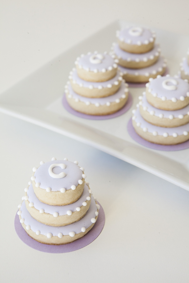 wedding cake cookie favors learn how to make these stacked wedding cookies 22237
