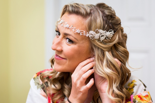 The bride putting on earings