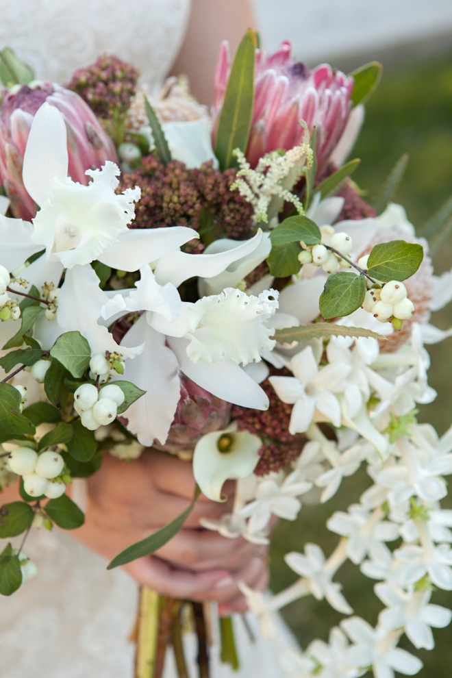 White fall wedding bouquet