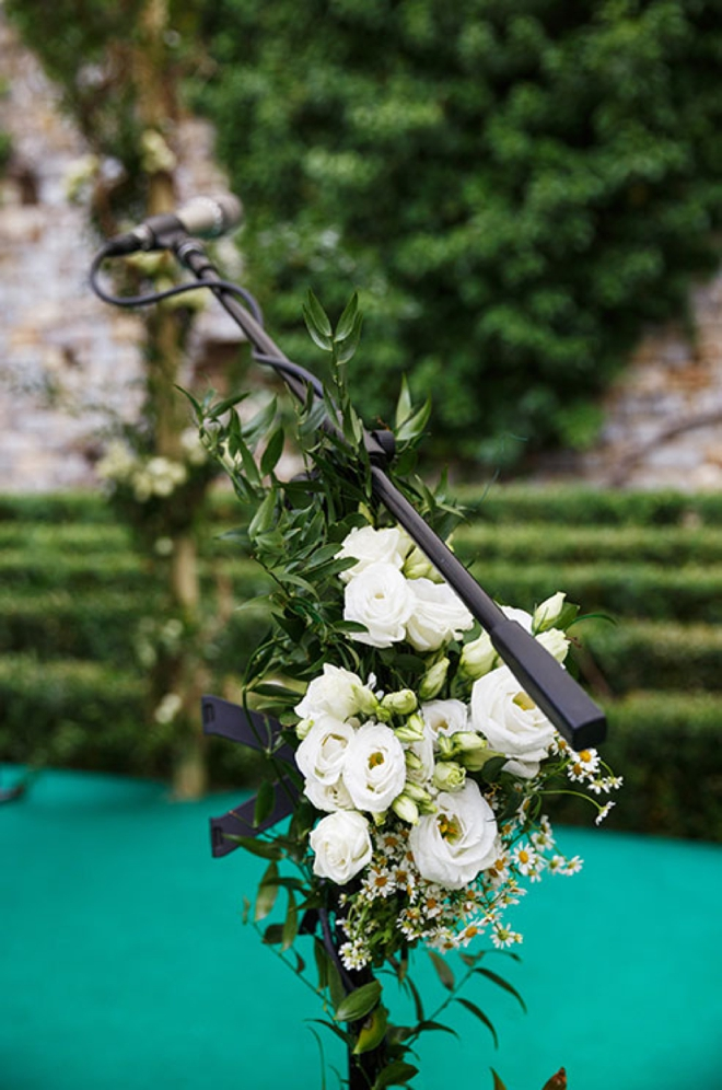 Cover your wedding microphone with flowers
