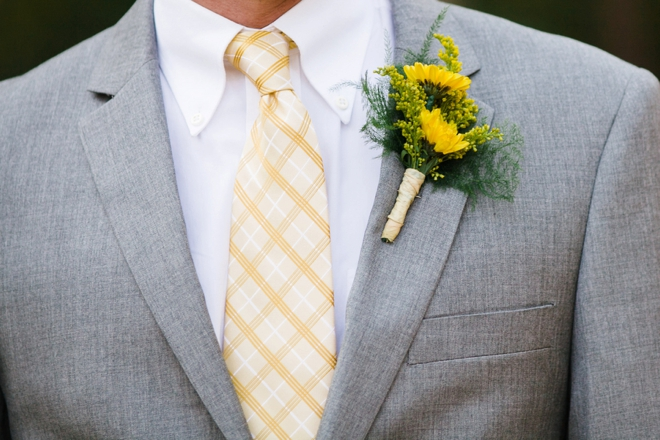 Grey groom style with yellow details
