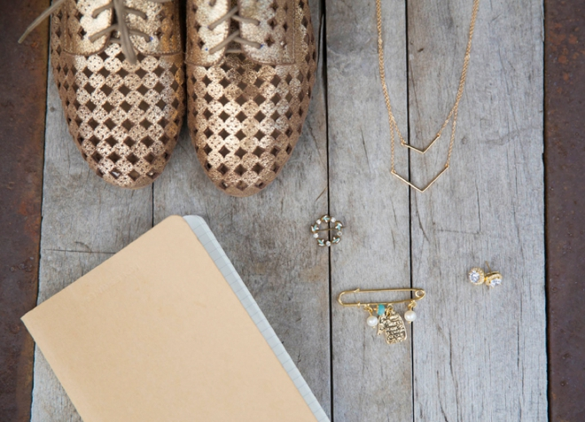 Gold bride accesories