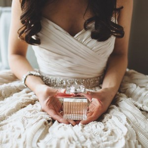 Why You Need To Wear A Special Perfume On Your Wedding Day