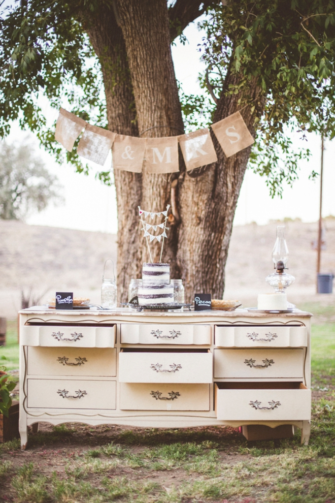 Darling, rustic cake table