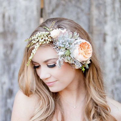 Awesome wedding hair tips for wearing flower crowns! 2b31f3f12e2