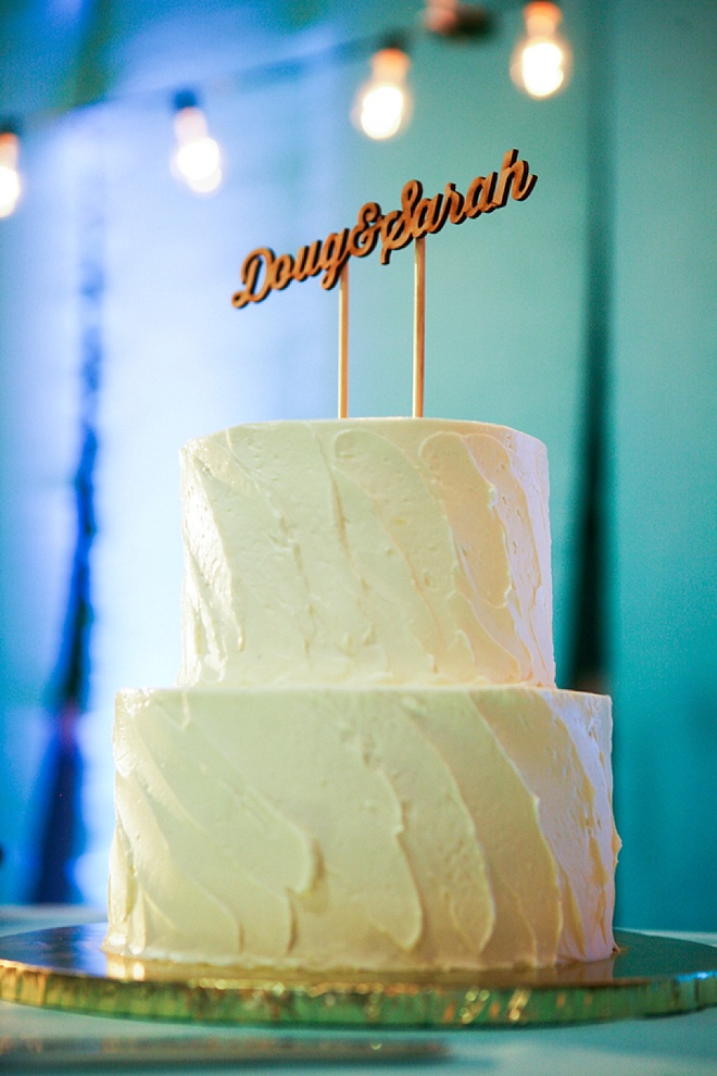 Cake with wooden name cake topper