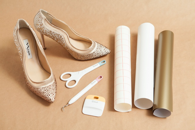 learn how to make your own custom  wedding shoe stickers