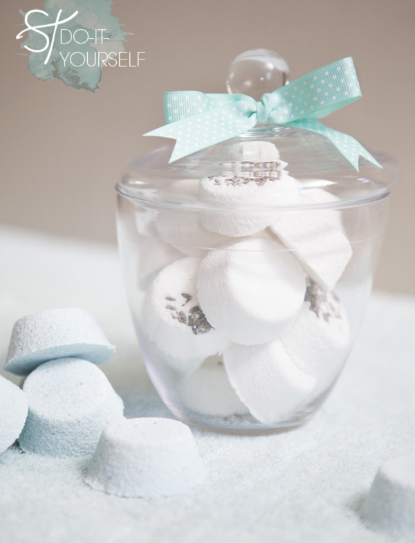 DIY bath bomb holiday gift idea from Something Turquoise