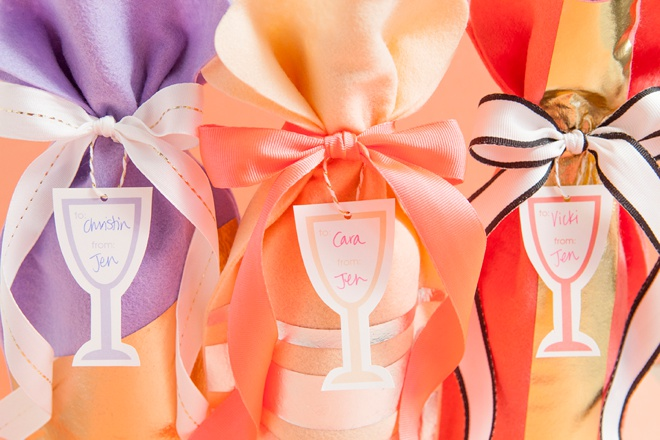 Awesome and easy way to make the most adorable wine bottle gift bags, plus free printable wine gift tags!