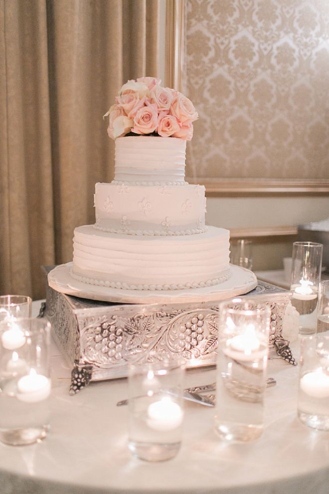 We're in love with this gorgeous blush wedding cake!