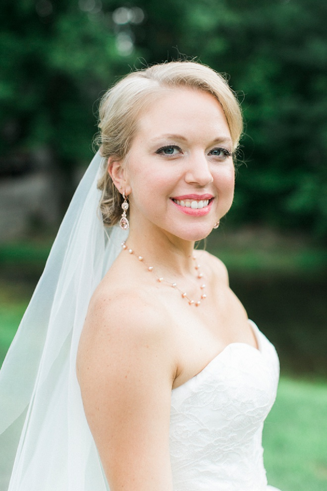 How darling is this gorgeous bride!