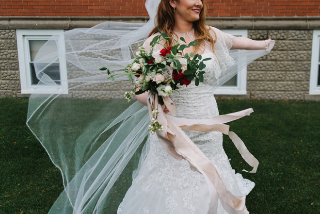 We're dying over this gorgeous bouquet and DIY wedding!
