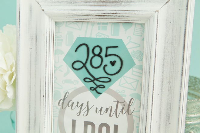 Adorable DIY wedding countdown sign with free printables!