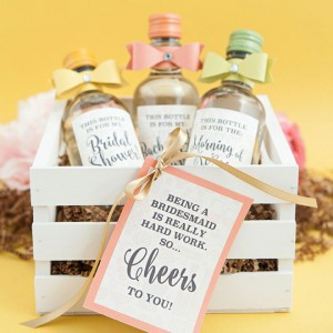 Learn how to make these chic wine bottle wedding favors diy mini wine bottle bridesmaid gifts solutioingenieria Gallery
