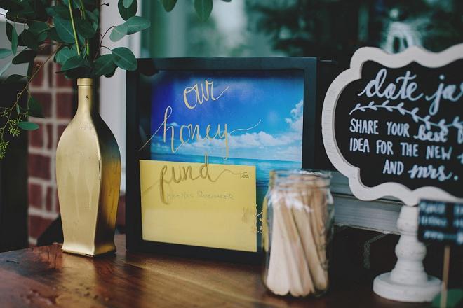 We love this gorgeous DIY Wedding Honeyfund frame!