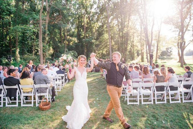 How darling is this gorgeous spring farm DIY wedding!