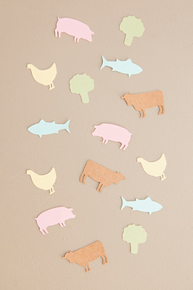 Darling DIY idea for wedding seating cards with each guests choice of entrée, free Cricut cut file!