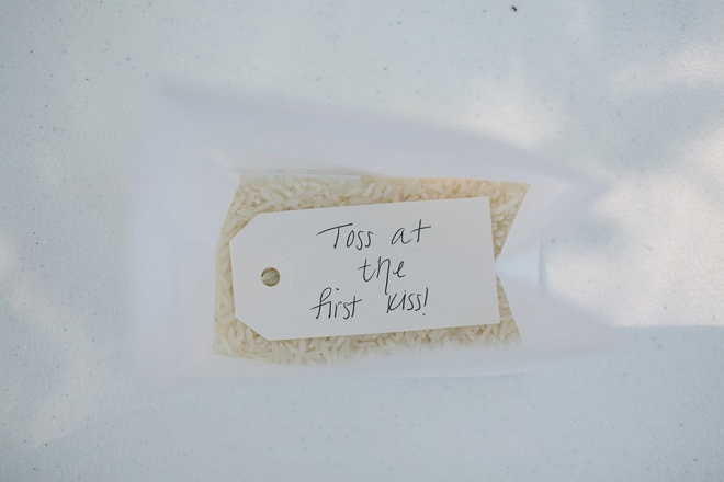 Swooning over this darling idea! Throwing rice at the first kiss!