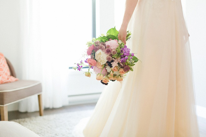 How gorgeous is this bright wedding bouquet?! Loving it!