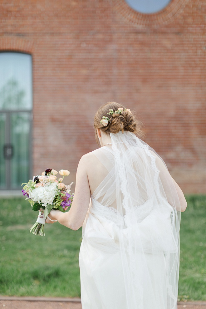 Loving this shot of the gorgeous Bride heaading to her ceremony!