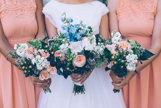 How gorgeous are this bright and beautiful bouquets?! Swoon!