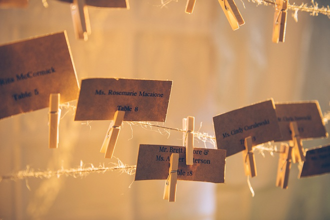 Loving this gorgeous DIY escort card idea! So adorable!