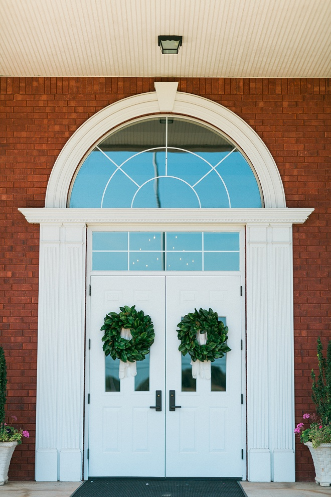 Loving the green wreath decor on this gorgeous church!