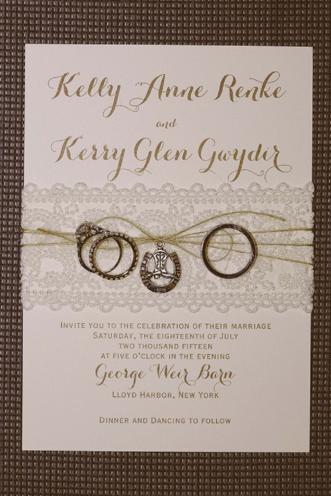 How cute are these rustic barn wedding invitations with horseshoe details? We're loving them!