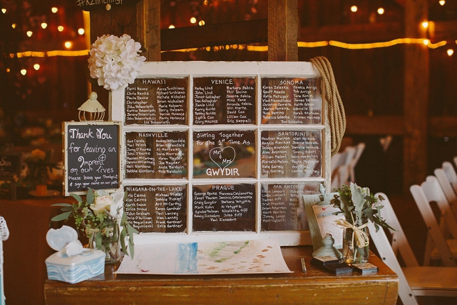 Loving this window seating chart! Such a gorgeous rustic way to display!
