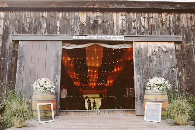 We are swooning over this gorgeous New York barn recpetion! So gorgeous!