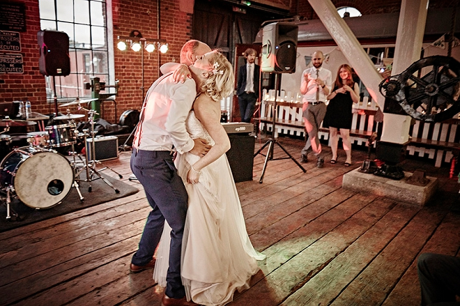 How sweet is this Bride and Groom's first dance? We're in love!