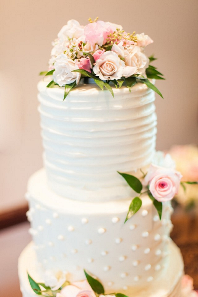 Beautiful and simplistic cake at this crafty country wedding!