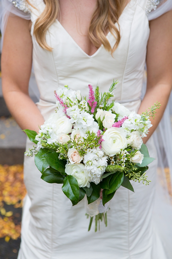 We're loving this Bride's gorgeous boho bouquet!