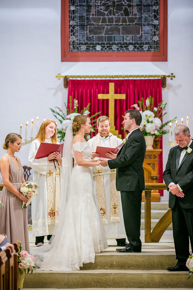 We're in love with this gorgeous classic Charleston ceremony!
